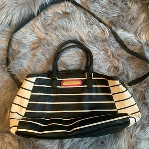 Fun and funky Betsey Johnson striped purse! 👜🌸